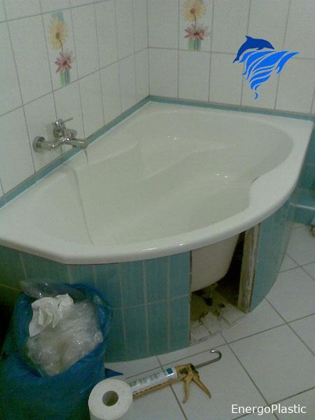 Régi befalazott fürdőkád cseréje új kádra.
