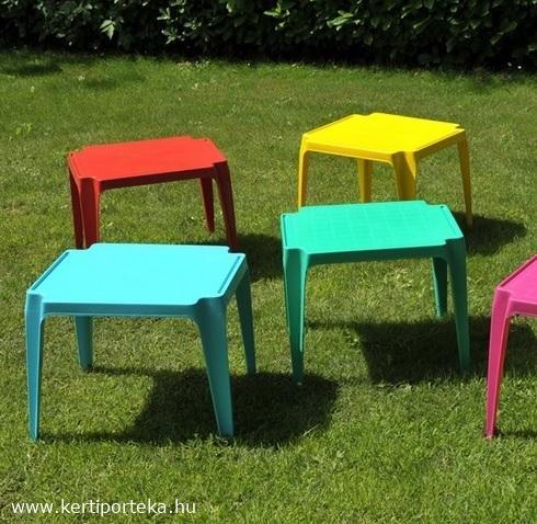 Gyermek színes asztal 55x50cm egymásba rakható