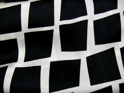 Olasz szatén/vasarelli nagy-fekete-fehér - </b>Rendelhető