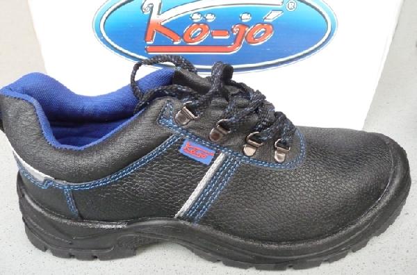 Kö jó acélbetétes munkavédelmi cipő 107 C2
