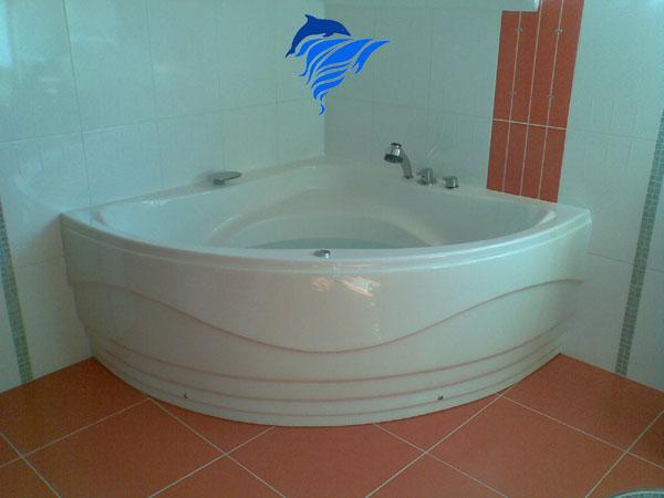 Fürdőkád telepítés kész fürdőszobába.