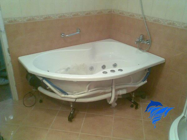 Hidromasszázs kád telepítés kész fürdőszobába.