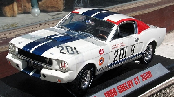 Shelby GT  350 R 1966 1/18 Shelby Collection