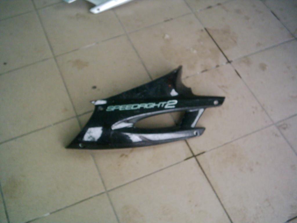 Peugeot Speedfight 2, X-Fight ülés alatti idom jobb oldala.