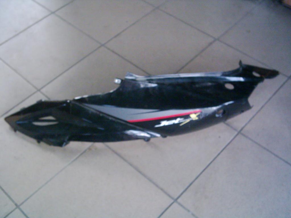 Sym Jet-Sport 50  2T bontott ülés alatti festett  idom bal oldali.