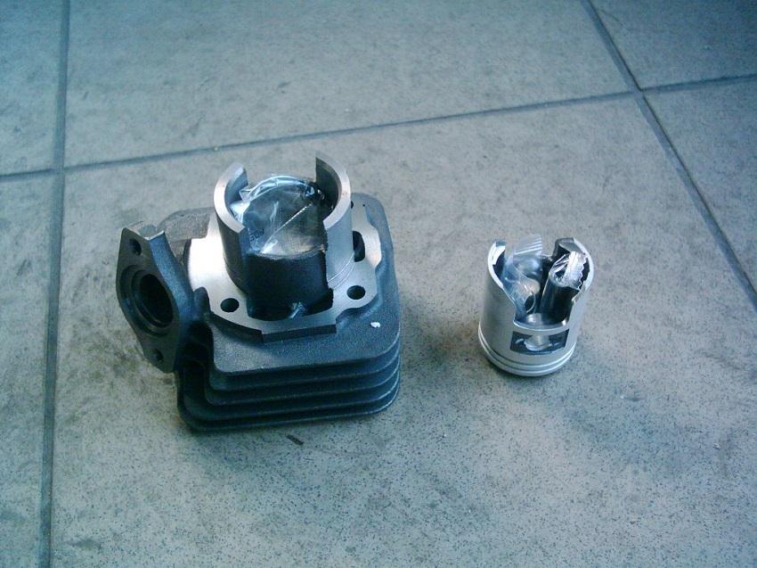 Honda Tact, DJ 1  új 50 2T    5 felömlős  henger szett.