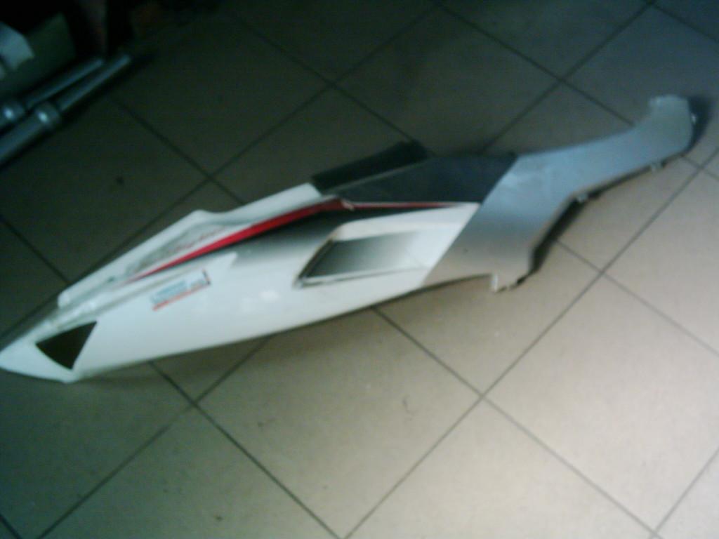 Keeway Luxxon Star Fighter bontott 2t vízhűtéses ülés alatti hosszú idom.jobb oldala.