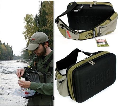 83cd323dcd1f A Rapala Magnum Sling Bag vállra akasztható, két oldalas pergető táska.  Állítható, bélelt vállpántja cipzáras zsebbel lett ...
